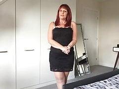 Hot UK mum shows all